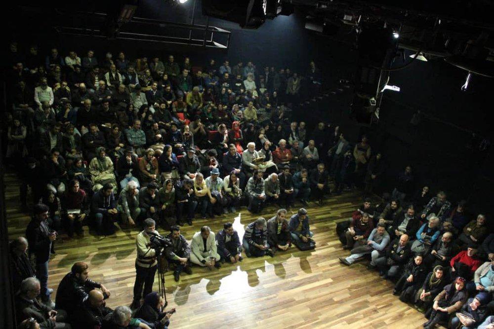 گردهمایی اعتراضی هنرمندان تئاتر برگزار شد/ حرمتشکنی را متوقف کنید