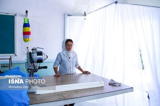 لباسهای اتاق عمل برخی از بیمارستانها توسط این مرکز اقامت اجباری زنان مشهد دوخته میشود