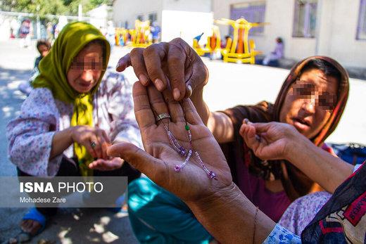 اکثر بانوان مرکز درمان اقامت اجباری زنان مشهد اوقات فراغت خود را با کارهای هنری  سپری میکنند