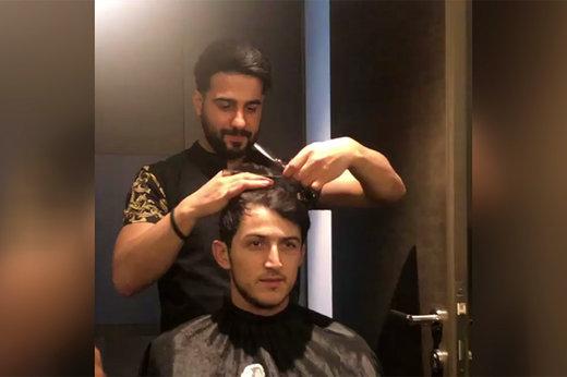 فیلم | قبل از بازی با ویتنام، وقتی سردار موهای خود را کوتاه میکرد