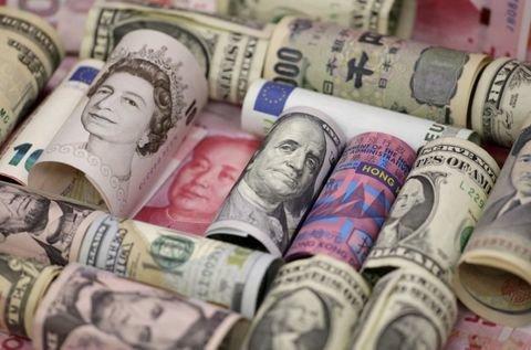 دلار همچنان مقاومت میکند/ ریزش ۵۵۰ تومانی قیمت در صرافیها