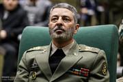 فرمانده کل ارتش: دست از دست سپاه برنمیداریم تا آمریکا را سرکوب کنیم