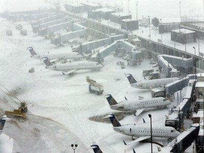 برف، ۳ پرواز داخلی را در فرودگاه امام خمینی (ره) نشاند
