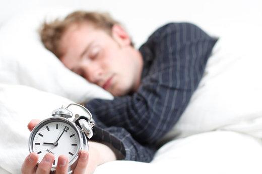خوابیدن کج و کوله چه بلایی سر بدن شما میآورد؟