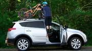 ابداع نردبان اضطراری برای دسترسی آسان به سقف خودرو / عکس