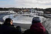تصاویر | سفینه فضایی روی رودخانه یخزده!