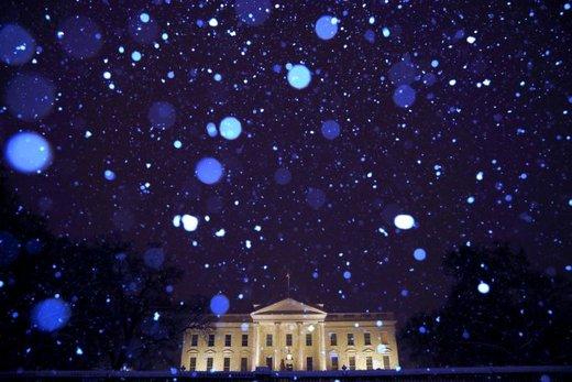 کاخ سفید زیر بارش برف، آن هم در زمان تعطیلی دولت که بلندترین مدت تعطیلی در تاریخ این کشور به شمار میآید