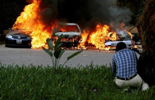 آتش سوزی اتومبیل ها در حادثه انفجار و تیراندازی در شهر نایروبی کنیا