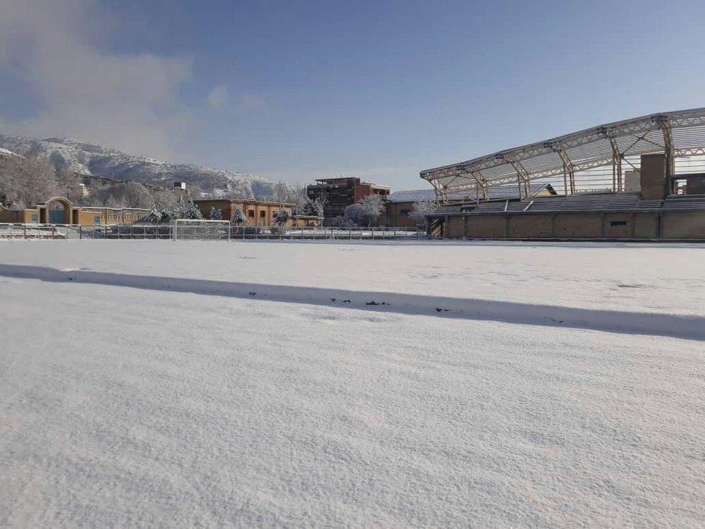 ورزشگاه زاگرش مریوان بعد از بارش برف