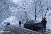 تصاویر | گرفتار شدن مسافران در جادههای برفی گلستان