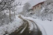 محورهای مواصلاتی اصفهان لغزنده است/ بارش نخستین برف در شهر اصفهان