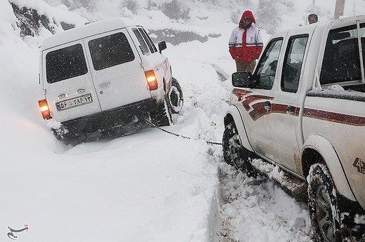 آخر هفته مسافرت نروید/ ترافیک و برف در انتظار رانندهها