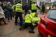 تصاویر | جلیقهزردهای انگلیسی هم با نیروهای امنیتی درگیر شدند