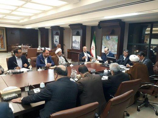 بررسی مشکلات بخش راههای استان مرکزی با حضور وزیر راه و شهرسازی