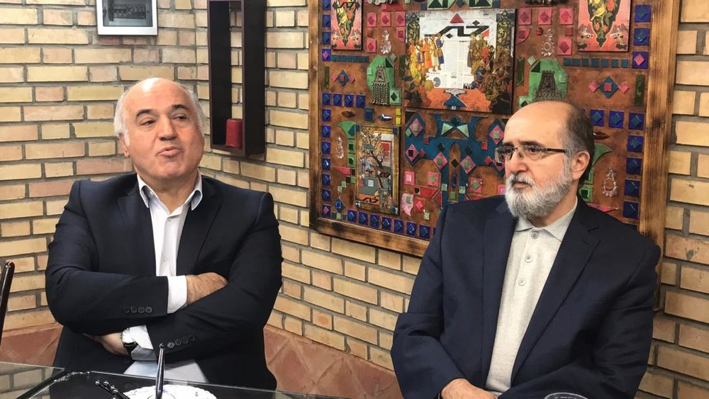 حسینی هاشمی و مستخدمین حسینی