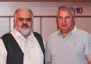 عکس | علی پروین کنار اکبر عبدی پشت صحنه یک سریال