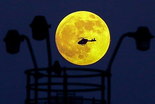 ماه گرفتگی زمانی اتفاق میافتد که ماه نزدیک به زمین نسبت به حالت طبیعی قرار گیرد