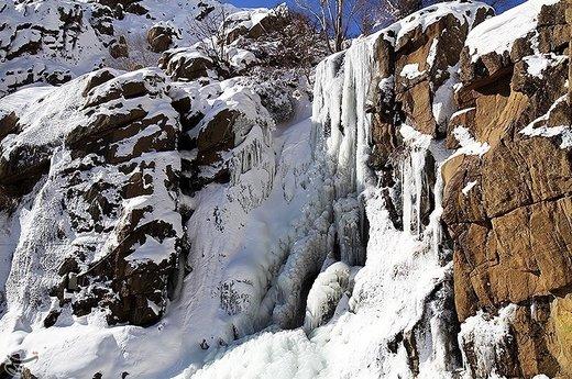 طبیعت زمستانی آبشار گنجنامه