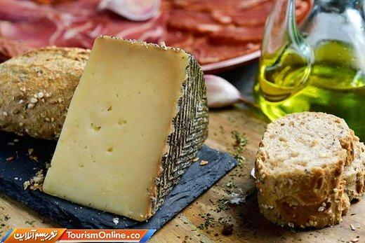 پنیر «مانچگو» از شیر گوسفند درست می شود و بافتی کره مانند داشته و رنگ آن می تواند سفید، زرد و حتی کمی قهوه ای باشد