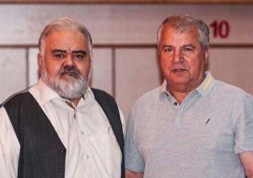عکس   علی پروین کنار اکبر عبدی پشت صحنه یک سریال