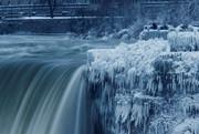 شدت عجیب سرما در کانادا؛ نیاگارا یخ زد!/ عکس