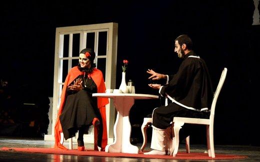 ابراز تاسف بازیگر زن از طنزهای سخیف روی صحنه تئاتر