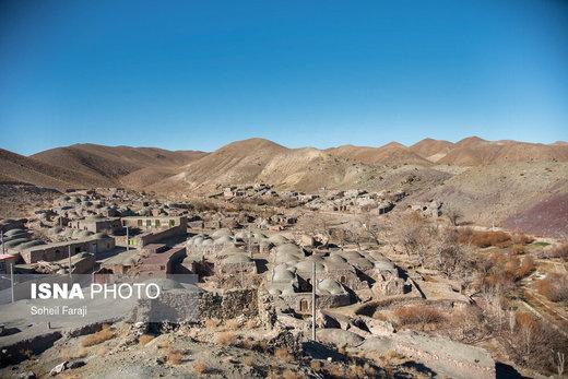یکی از روستاهای اطراف شهرستان سربیشه استان خراسان جنوبی که سالیانی پیش ساکنان آن با وجود آب زندگی خود را میگذراندند اما این روزها با مشکلات کم آبی و خشکسالی روبرو شدهاند و سکوت در آنها حکم فرماست