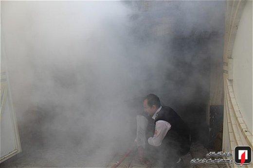 آتش سوزی پراید در پارکینگ ساختمان مسکونی