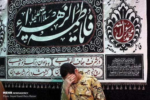 دیدار خانواده شهید علیرضا زیبرم با پیکر فرزندشان در معراج شهدای تهران