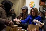 تصاویر | توزیع غذا بین کارمندان بیکار شده آمریکا