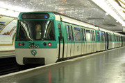 فیلم | مردی که سریعتر از مترو میدود!