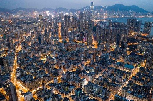 ساختمان های تجاری و مسکونی هنگ کنگ در شب