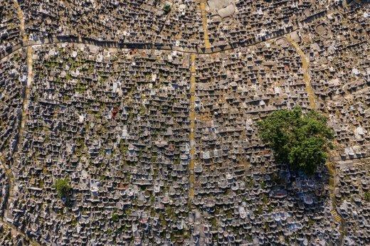 یک گورستان در هنگ کنگ