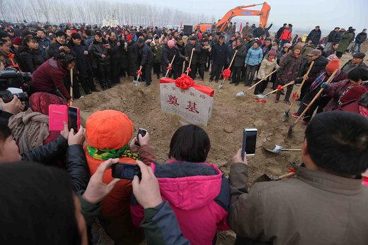 مراسم کلنگ زنی برای فرودگاه بینالمللی داشینگ پکن در 26 دسامبر 2014