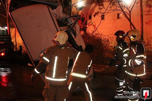 تصادف رنو ساندرو با پراید و پژو 206 در سعادت آباد