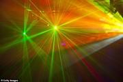 سیستم لیزری که صداها را به طور مستقیم به گوش یک فرد انعکاس میدهد