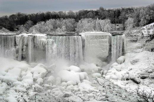یخ زدن آبشار نیاگارا در شهر نیاگارا فالز ایالت نیویورک آمریکا
