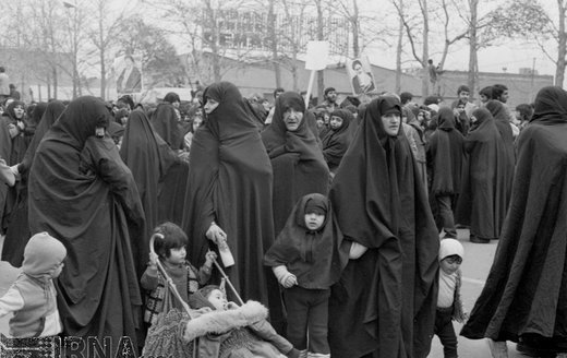 7 بهمن 1357؛ راهپیمایی مردم ایران برای بازگشت امام خمینی (ره)