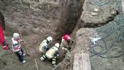 تصاویر | ریزش آوار روی ۲ کارگر در خیابان فرمانیه