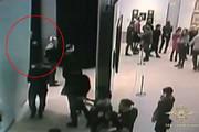 فیلم | لحظه سرقت تابلوی نقاشی ۱۸۲ هزار دلاری در روسیه