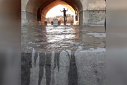 مونوپاد | هیجان مردم در لحظه جاریشدن زایندهرود در سیوسه پل