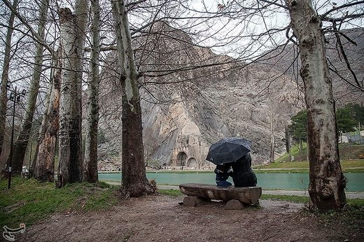 بارش باران در طاق بستان