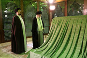 صور| زيارة الإمام الخامنئي لمرقد الإمام الخميني وروضة الشهداء في بهشت زهراء