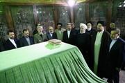 تصاویر | تجدید میثاق رئیسجمهور و اعضای هیات دولت با آرمانهای امام(ره)