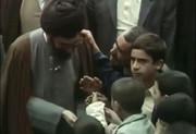 فیلم | اولین نمازجمعه سال ۶۰ و بچههایی که عیدیهایشان را به جبهه فرستادند
