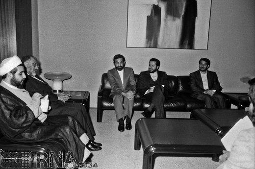 دکتر حسن حبیبی وزیر وقت دادگستری به همراه دیگر اعضای تیم مذاکره کننده ایرانی در دومین دور مذاکرات قطعنامه 598، در مقر سازمان ملل متحد، سال ۱۳۶۷حضور داشت