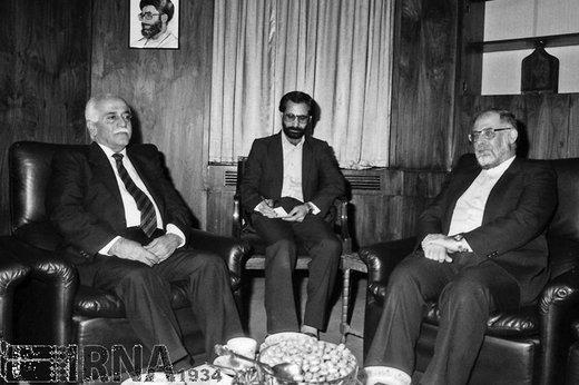 حسن حبیبی معاون اول رئیسجمهور، سال 1368 با وزیر کار کشور سوریه دیدار و گفتگو کرد