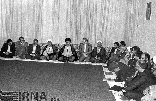 حسن حبیبی معاون اول رئیسجمهور، سال 1371 در دیدار اعضای هیات دولت با مقام معظم رهبری حضور دارد