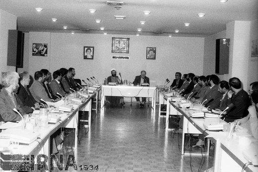 حسن حبیبی ، معاون اول ریاست جمهور، سال 1368 در سمینار روسای دفاتر سازمان پرورش استعدادهای درخشان حضور دارد
