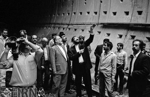 حسن حبیبی معاون اول رئیسجمهور، سال 1371 از پروژه ساخت و راه اندازی متروی تهران بازدید کرد